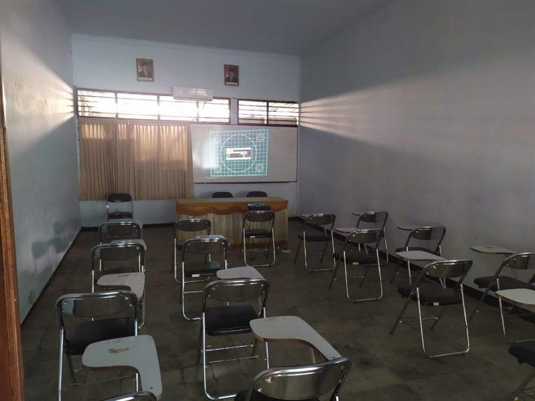 Kelas Mengajar Berproyektor LCD & Ber-AC
